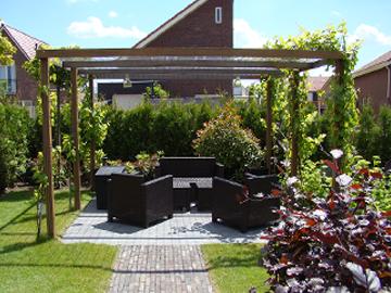 Houten pergola in de tuin